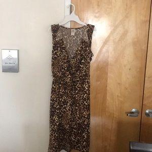 Sleeveless Leopard dress with ruffled collar